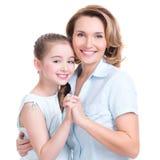 Zbliżenie portret szczęśliwa matka i potomstwo córka Obrazy Royalty Free