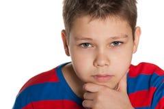 Zbliżenie portret zadumana młoda chłopiec zdjęcia royalty free