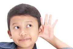 Zbliżenie portreta dziecka przesłuchanie coś fotografia stock