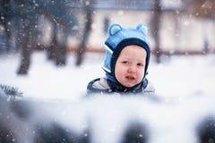 Zbliżenie portreta zimy Mała chłopiec, snowing Obraz Stock