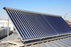 Zbliżenie próżniowy słoneczny wodny ogrzewanie dla zielonej energii Fotografia Royalty Free