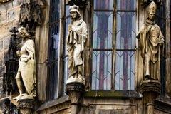 Zbliżenie Praga urzędu miasta okno z rzeźbami, republika czech Zdjęcie Stock
