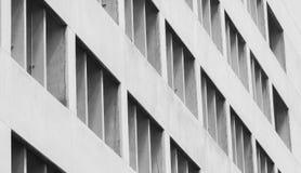 Zbliżenie przedyskutowana fasada betonowy budynek Biała wentylacja z kreatywnie i piękną deseniową architekturą white zbudować zdjęcia royalty free
