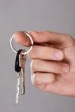 Zbliżenie ręki mienia klucze Fotografia Royalty Free