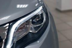 Zbliżenie reflektory nowożytny samochód obrazy royalty free
