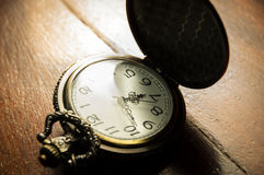 Zbliżenie retro kieszeniowy zegarek Zdjęcia Royalty Free