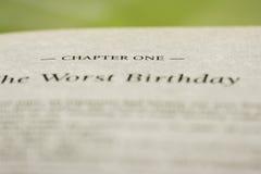 zbliżenie rozdział JEDEN w Angielskiej książce z inny formułuje rozmytego zdjęcie royalty free