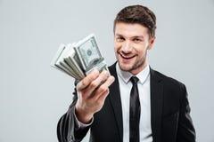 Zbliżenie rozochocony młody biznesmena mienia pieniądze Zdjęcia Stock