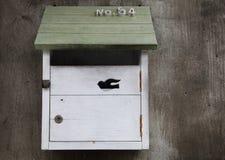 Zbliżenie skrzynka pocztowa na cement ścianie Obrazy Stock