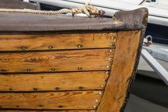 Zbliżenie stara drewniana łódź z ładnymi szczegółami Morski środowisko obraz stock