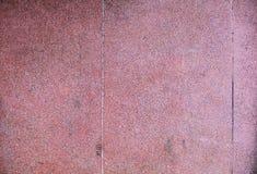 Zbliżenie stara starzejąca się tradycyjna Azjatycka tropikalna czerwień barwił grunge kamiennej ściany szorstkiego textured beton zdjęcia royalty free