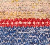 Zbliżenie stary wyplatający gałganiany dywanik obraz stock