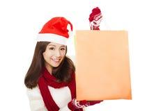 Zbliżenie szczęśliwi młodej kobiety mienia torba na zakupy Fotografia Stock