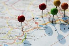 Zbliżenie szpilki na mapy planowania podróży podróży zdjęcia stock