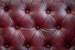 Zbliżenie tekstura rocznik czerwona rzemienna kanapa dla tła Fotografia Royalty Free