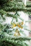 Zbliżenie tradycyjne Duńskie złote boże narodzenie zabawki zdjęcie royalty free
