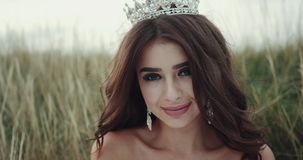 Zbliżenie uśmiechnięta piękna panna młoda 4K Zwolnione tempa zbiory wideo