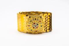 Zbliżenie Używać Złoty z Kolorowym klejnotu paskiem w Tajlandzkim stylu, Odosobnionym Zdjęcie Royalty Free
