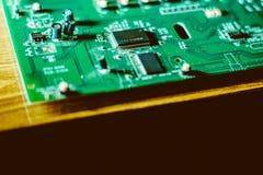 Zbliżenie układ scalony na elektronicznej desce Zdjęcia Royalty Free