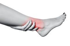 Zbliżenie widok młoda kobieta z bólem na nodze Zdjęcia Royalty Free