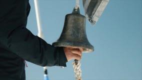 Zbliżenie widok rocznika statku dzwon zbiory wideo