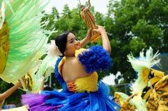 Zbliżenie wizerunki różnorodne twarze w różnorodnych kostiumach uliczny tancerz Obraz Stock