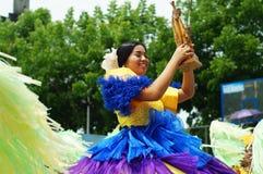 Zbliżenie wizerunki różnorodne twarze w różnorodnych kostiumach uliczny tancerz Zdjęcie Stock