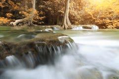 Zbliżenie wodny ruch siklawa w jesień sezonie Zdjęcie Stock
