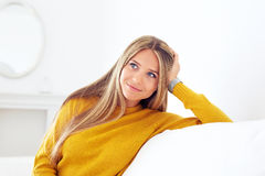 Zbliżenie zadumana młoda kobieta fotografia stock