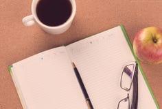 Zbliżenie agenda i kawa Zdjęcia Stock
