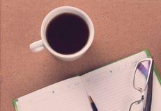 Zbliżenie agenda i kawa Obrazy Stock
