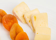 Zbliżenie camembert serowe i wysuszone morele Fotografia Royalty Free