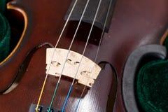 Zbli?enie cztery sznurka klasyczny skrzypce fotografia stock