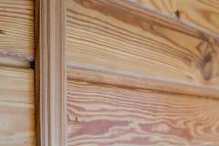 Zbli?enie drewniane deski przymocowywa? przecinaj?cym barem temat ?rodowiskowy kolegowanie fotografia stock