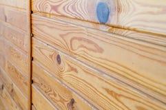 Zbli?enie drewniane deski przymocowywa? przecinaj?cym barem temat ?rodowiskowy kolegowanie obraz royalty free