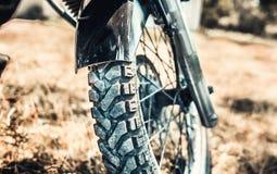 Zbliżenie fotografia offroad motorowy rower plenerowy Zdjęcia Stock