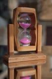 Zbliżenie hourglass na lustrze Obrazy Stock