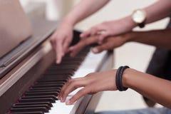 Zbliżenie klawiaturowy pianino Obrazy Stock