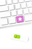 Zbliżenie komputerowa klawiatura z pustymi kluczami i gwiazda kluczem, wh Obrazy Stock