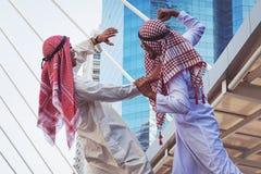 Zbliżenie portret dwa Arabskiego faceta walczy, Agresywny zachowanie, Obrazy Royalty Free
