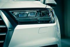 Zbliżenie przodu reflektoru samochód Zdjęcie Royalty Free