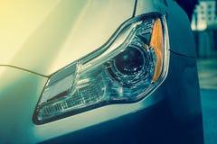 Zbliżenie przodu reflektoru samochód Obrazy Royalty Free