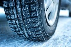 Zbliżenie samochodowe opony w zimie Obrazy Royalty Free