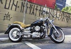 Zbliżenie stary czarny motocykl Zdjęcia Stock