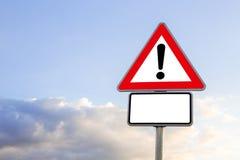 Zbliżenie trójboka drogowy znak z okrzyka punktem Zdjęcia Stock