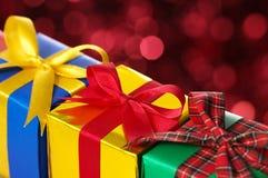 Zbliżenie trzy prezenta. Fotografia Royalty Free