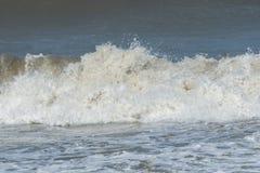 Zbliżenie ubijanie oceanu fala Zdjęcie Stock
