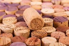 Zbliżenie wizerunek wino butelki korki Obrazy Royalty Free