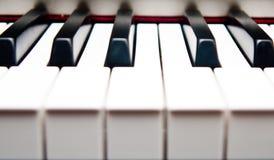 zbliżenie wpisuje pianino Zdjęcie Royalty Free