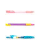 Zbliżeń kolorowi pióra, menchii pióro, purpury pióro, błękitny pióro odizolowywający na białym tle Zdjęcie Royalty Free